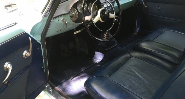 Alfa Romeo Giulietta Sprint interior