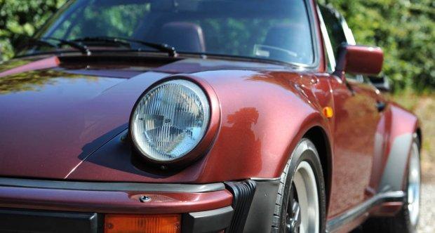 1986 Porsche 911 Carrera 3.2 Turbo-Look SSE Targa in garnet red metallic for sale
