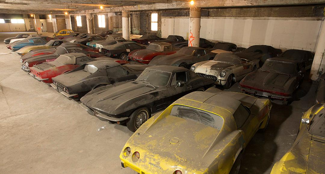 wie 36 corvettes 25 jahre lang in einer new yorker garage verstaubten classic driver magazine. Black Bedroom Furniture Sets. Home Design Ideas