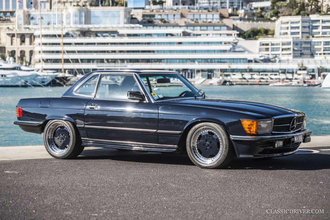 this mercedes 560 sl 6 0 amg hammered away the businessman. Black Bedroom Furniture Sets. Home Design Ideas