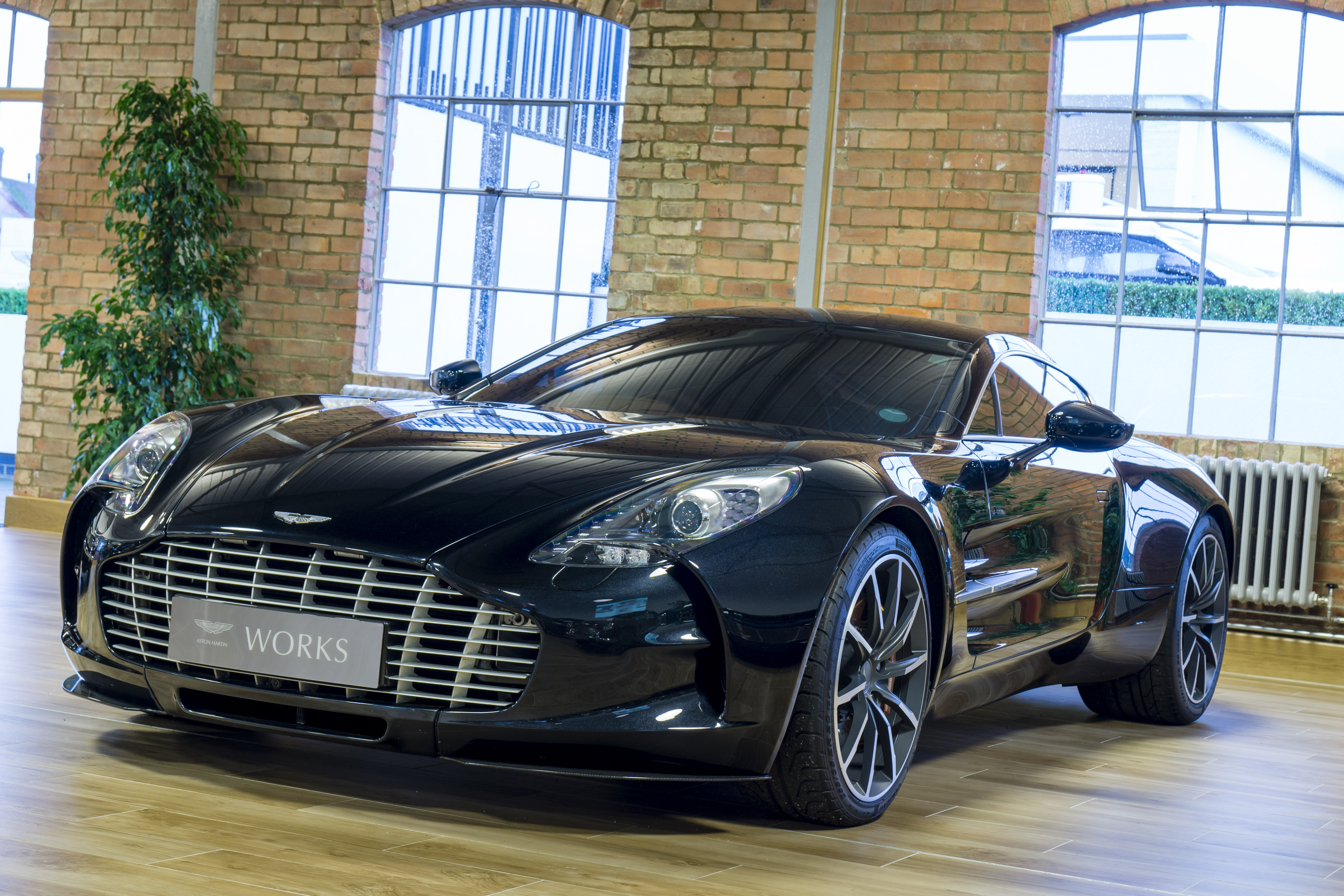 2011 aston martin one 77 one of 9 rhd classic driver market. Black Bedroom Furniture Sets. Home Design Ideas