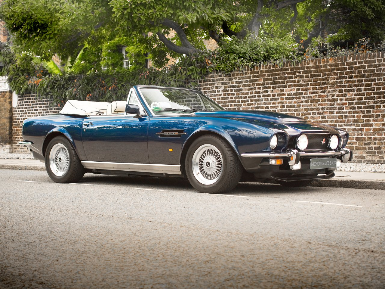 1989 aston martin v8 volante pow 1 of 22 classic driver market. Black Bedroom Furniture Sets. Home Design Ideas