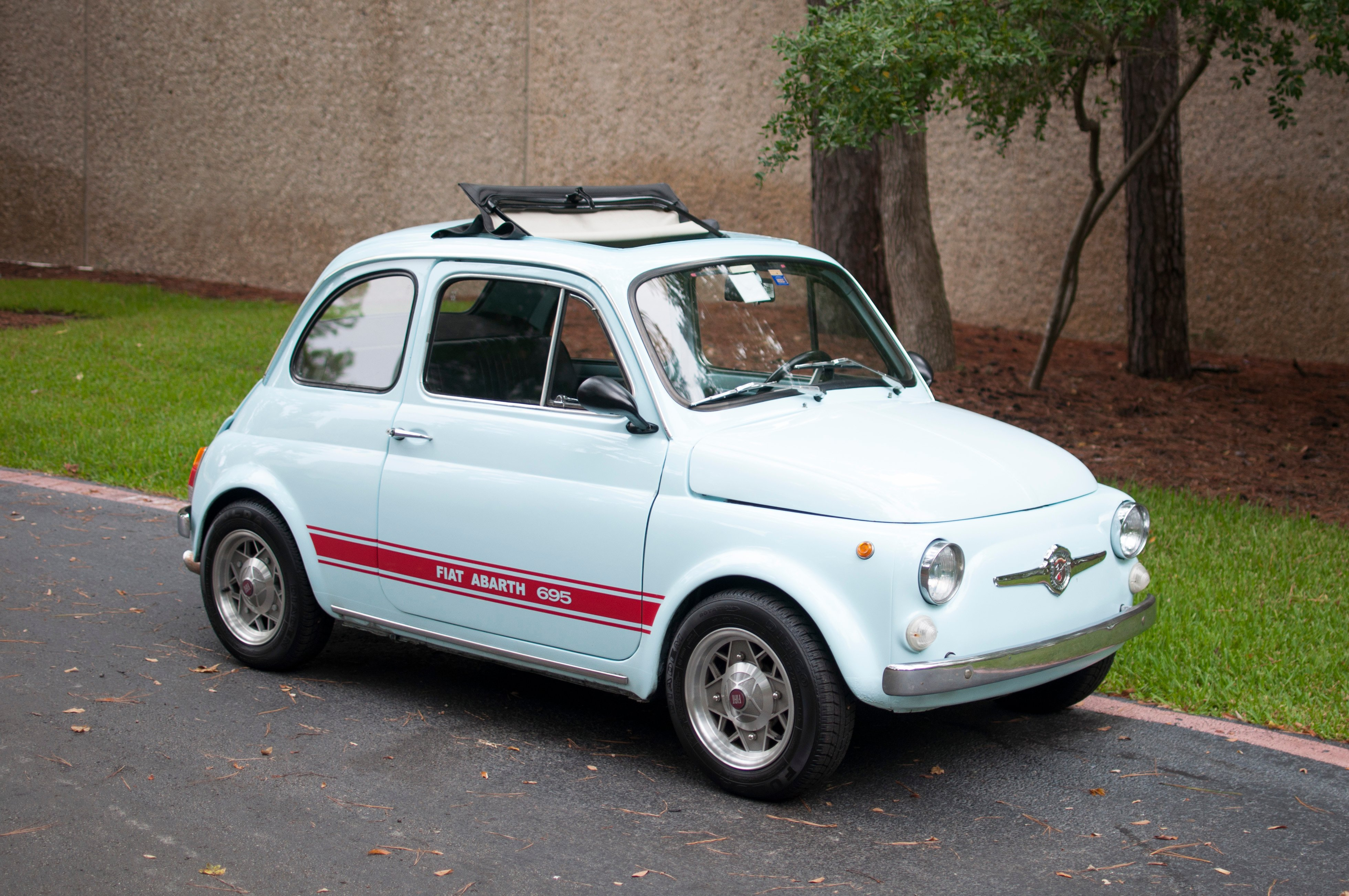 fiat abarth prix fiat 500 abarth prix fiat 500 abarth ferrari prix photos fiat 500 abarth 695. Black Bedroom Furniture Sets. Home Design Ideas