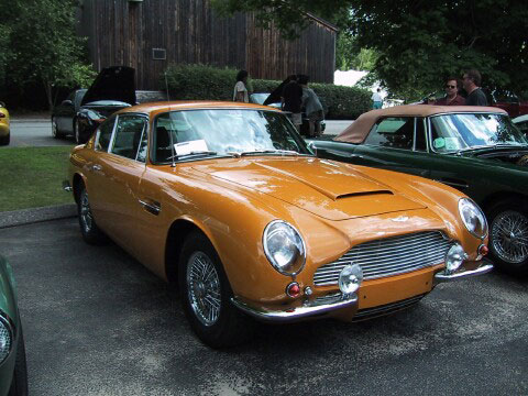 Wir Zeigen S Ihnen Aston Martin Db6 Mkii Bahama Yellow Classic Driver Magazine