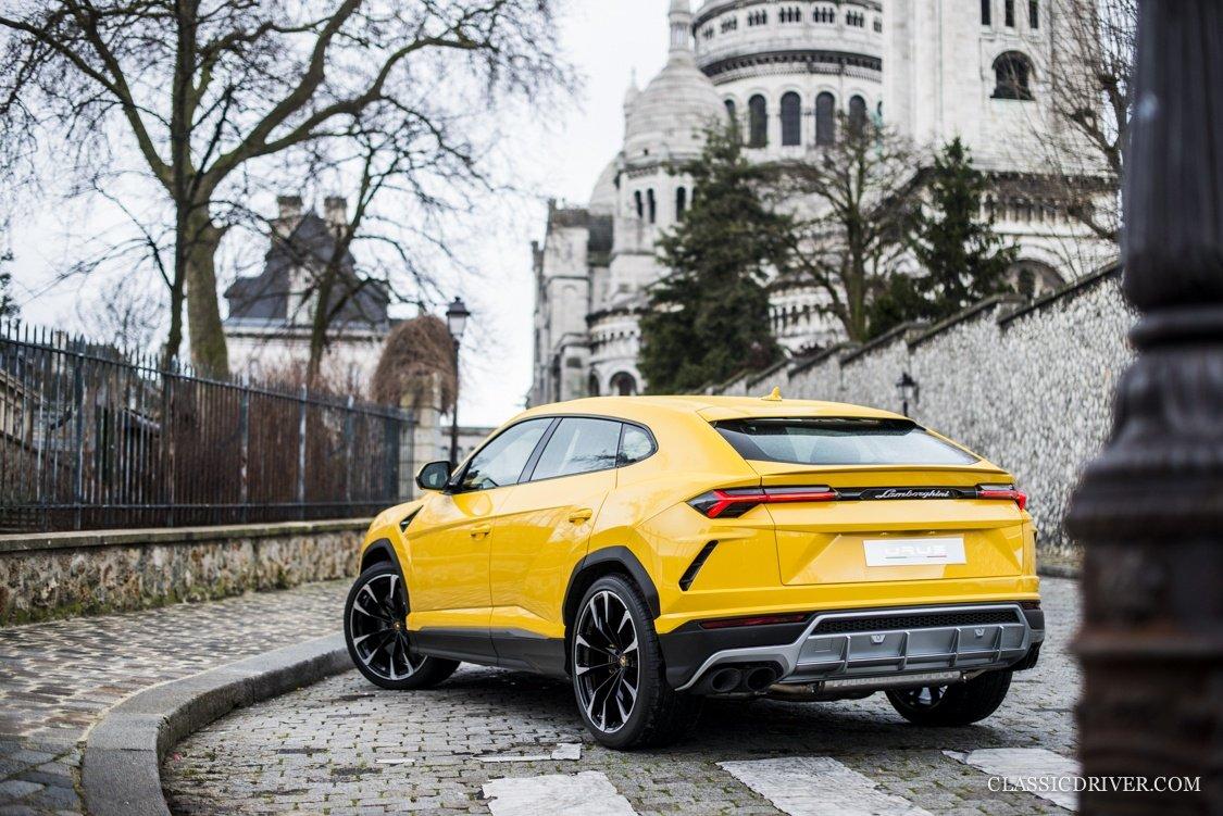 Dividing The City Of Love With The Lamborghini Urus