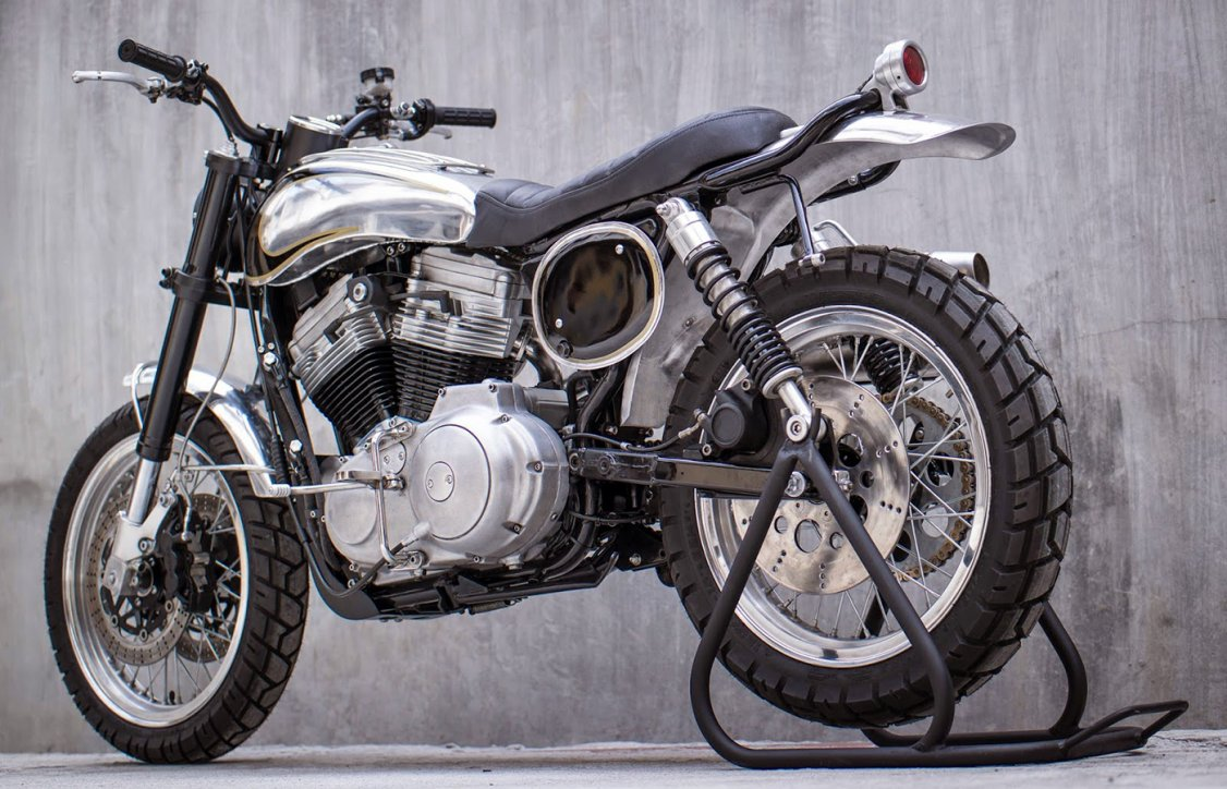 Difference Cafe Racer Scrambler