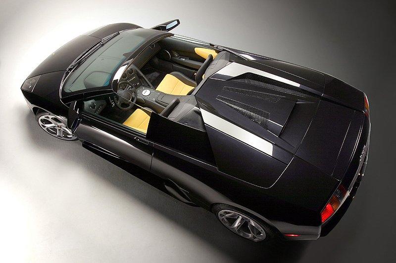 Lamborghini Murciélago Roadster revealed in Geneva