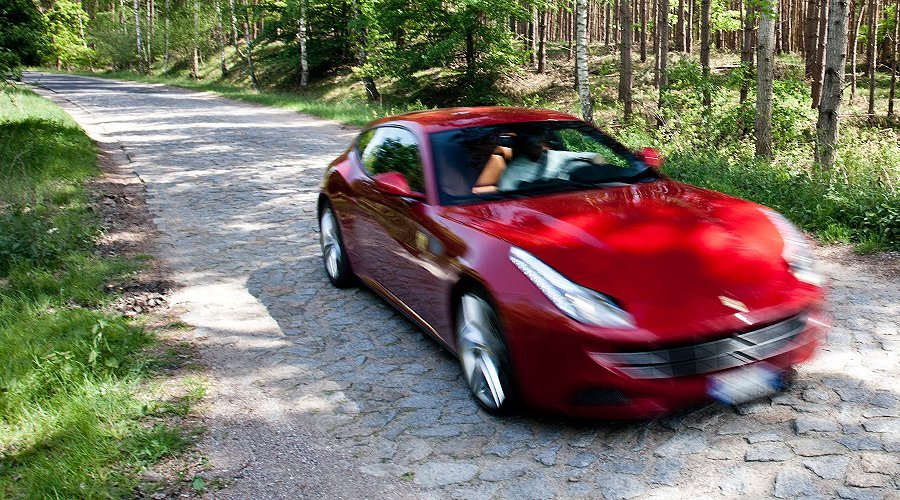 Ferrari FF: Shooting in Style