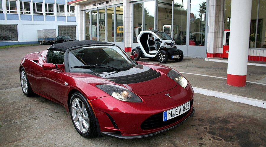 Tesla Roadster Sport und Renault Twizy: Ikonen der Automobilära 2.0