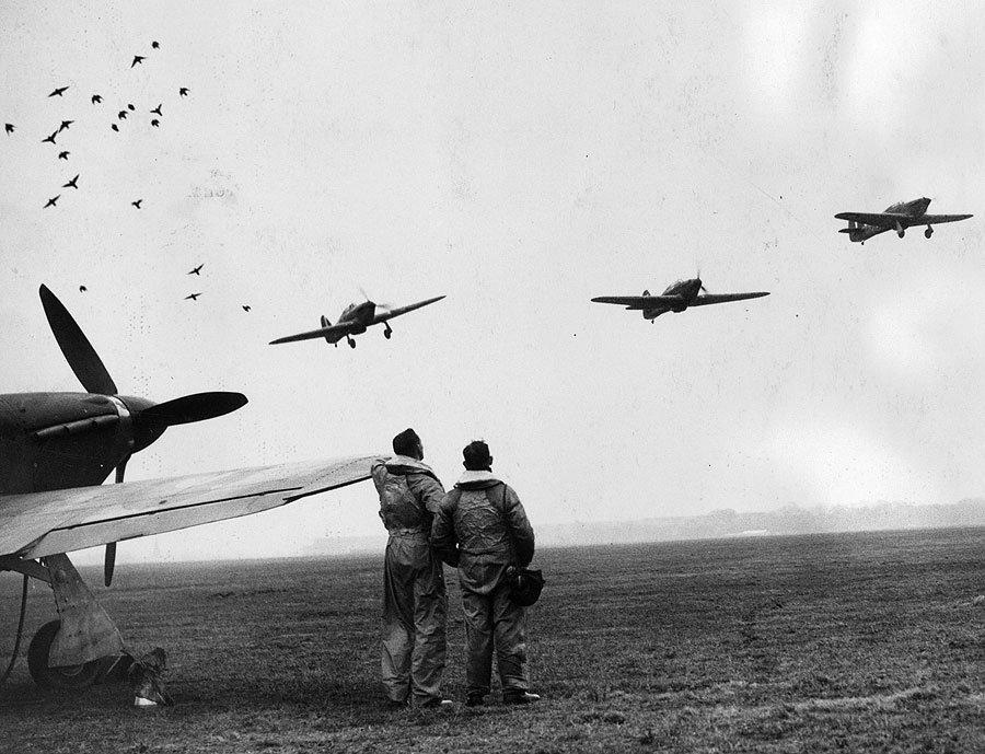 Flugticket zum Goodwood-Revival: Bonhams versteigert Hurricane-Kampfflieger
