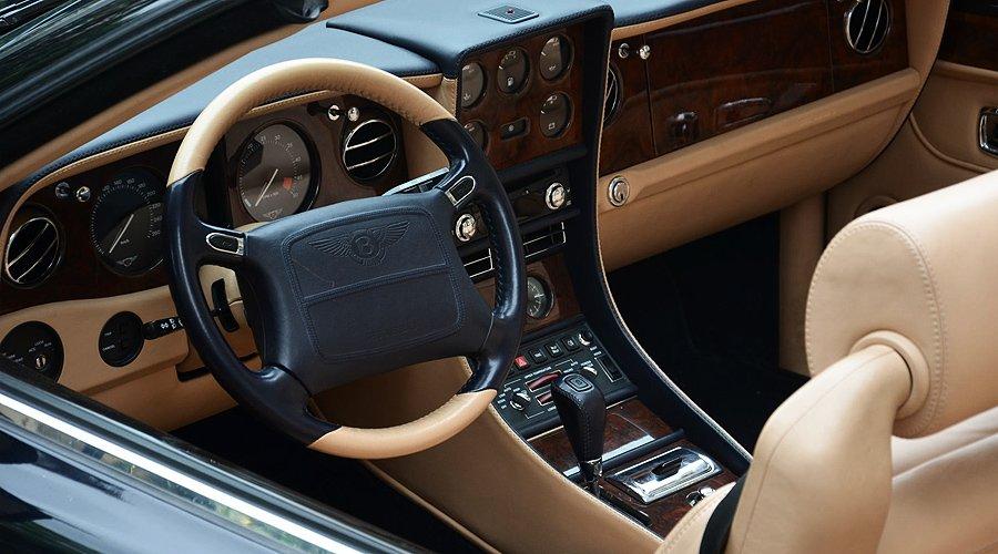 Bentley Azure Mulliner: Offene Verhältnisse