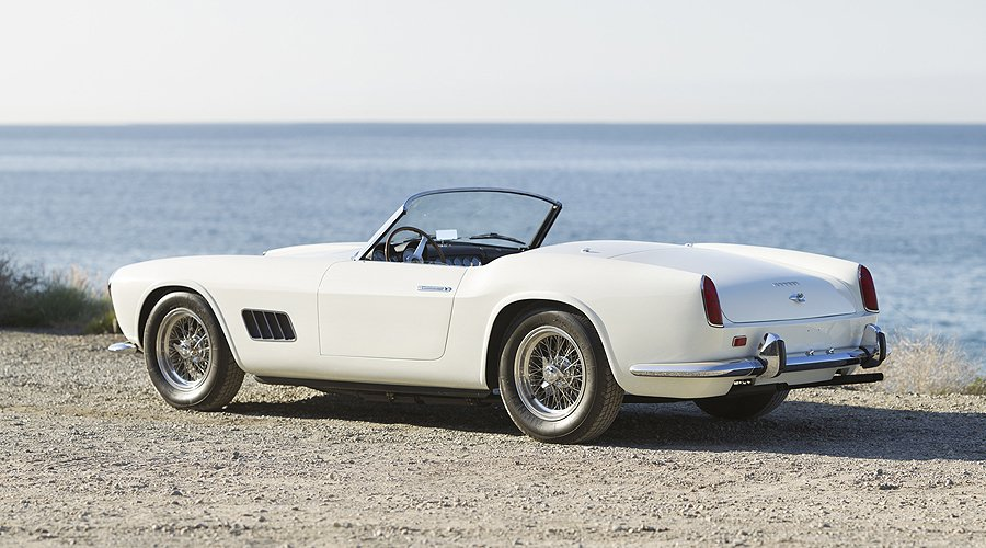 Gullwing and LWB California Spider consigned to Gooding's Scottsdale sale