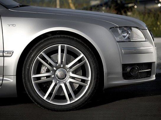 Audi S8: Stier im Ring