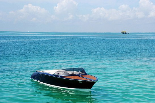 The Frauscher 757 St Tropez: Hybrid Sports Boat