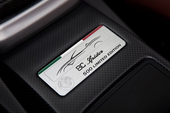 Alfa 8C Spider: Toni di Grigio