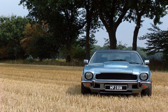 Aston Martin V8 Volante
