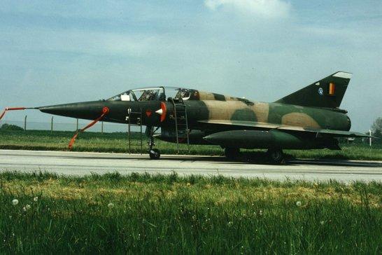 """Fliegerhorst """"Vorgarten"""": Mirage Kampfjet zu verkaufen"""