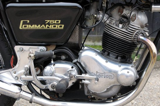 Norton Commando 750 Fastback: Command and Conquer