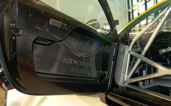 Aston Martin Racing enthüllt DBR9