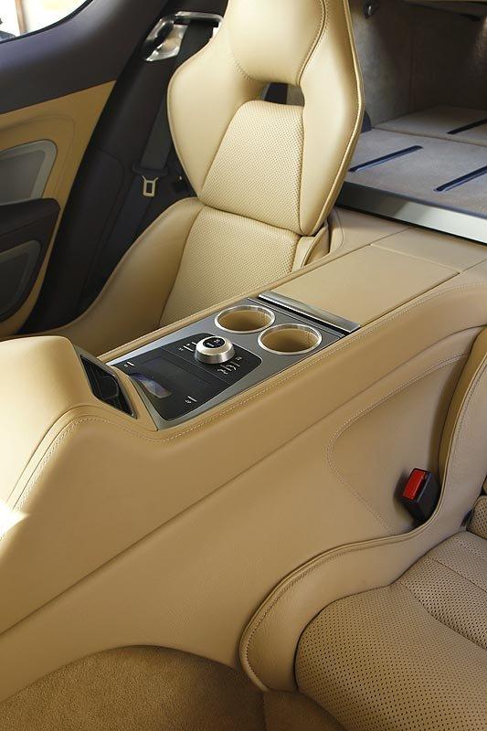 Aston Martin Rapide: Auf Raumpatrouille