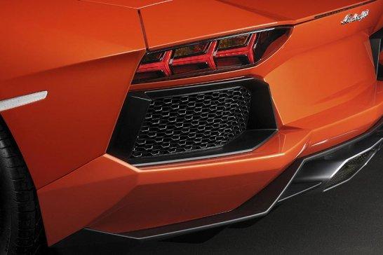 Geneva 2011: Lamborghini Aventador LP 700-4