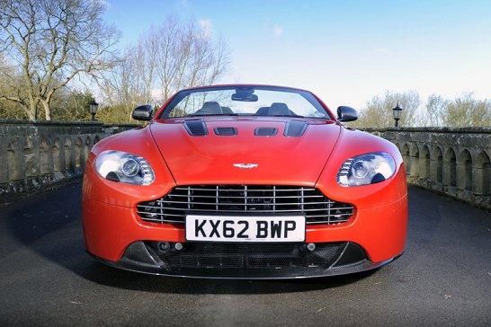 Aston Martin V12 Vantage Roadster: Heißes Blut, kalte Luft