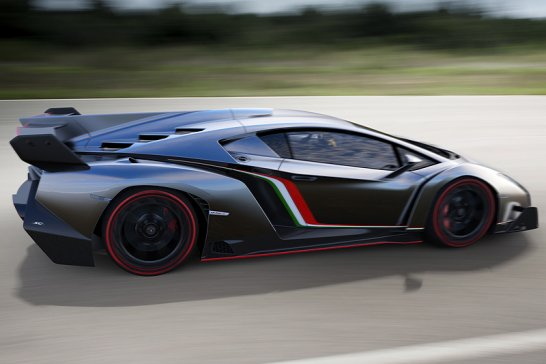 Lamborghini Veneno: Grey bull gives you wings