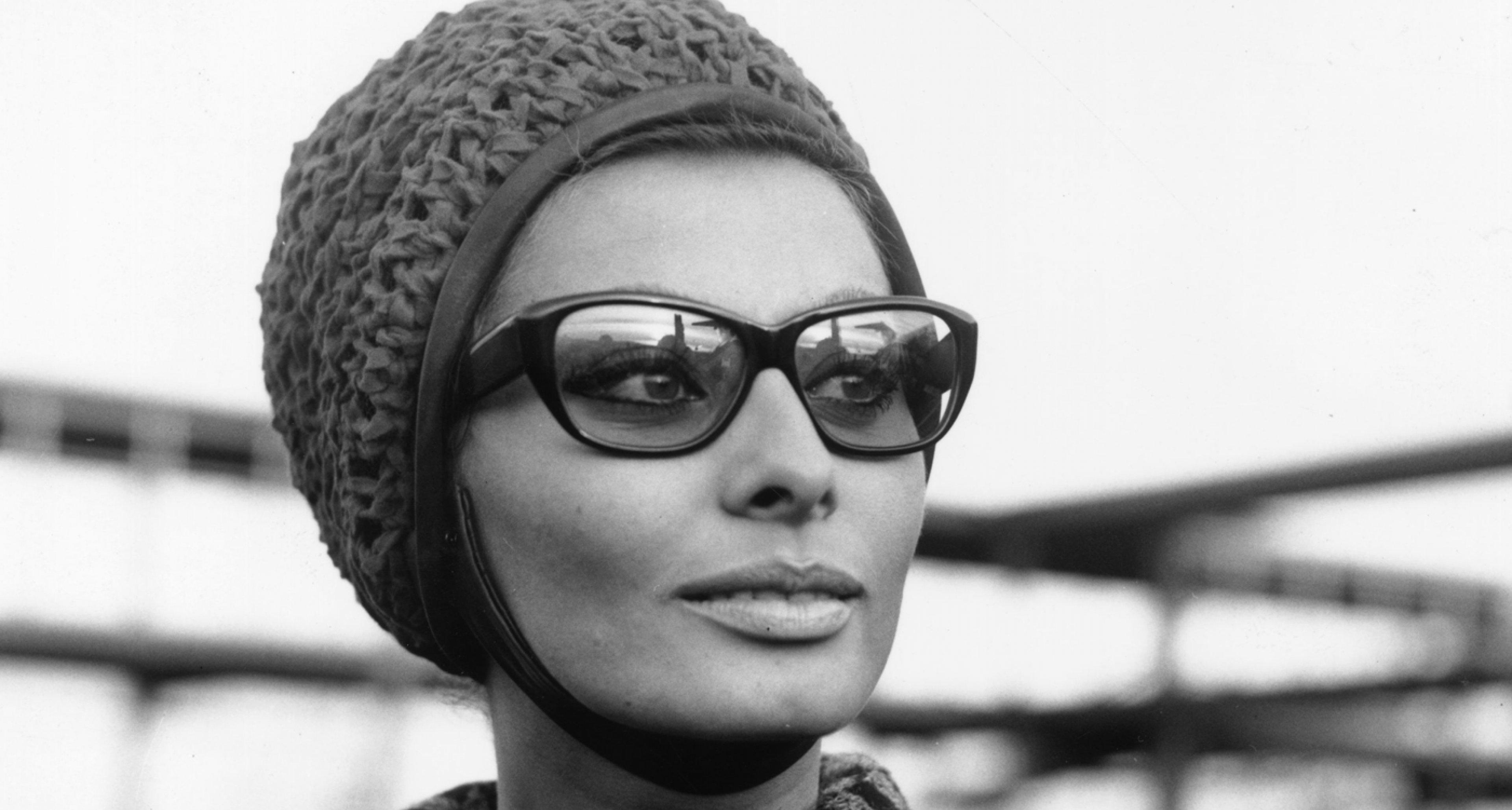 Sophia Loren at London Airport in 1965.