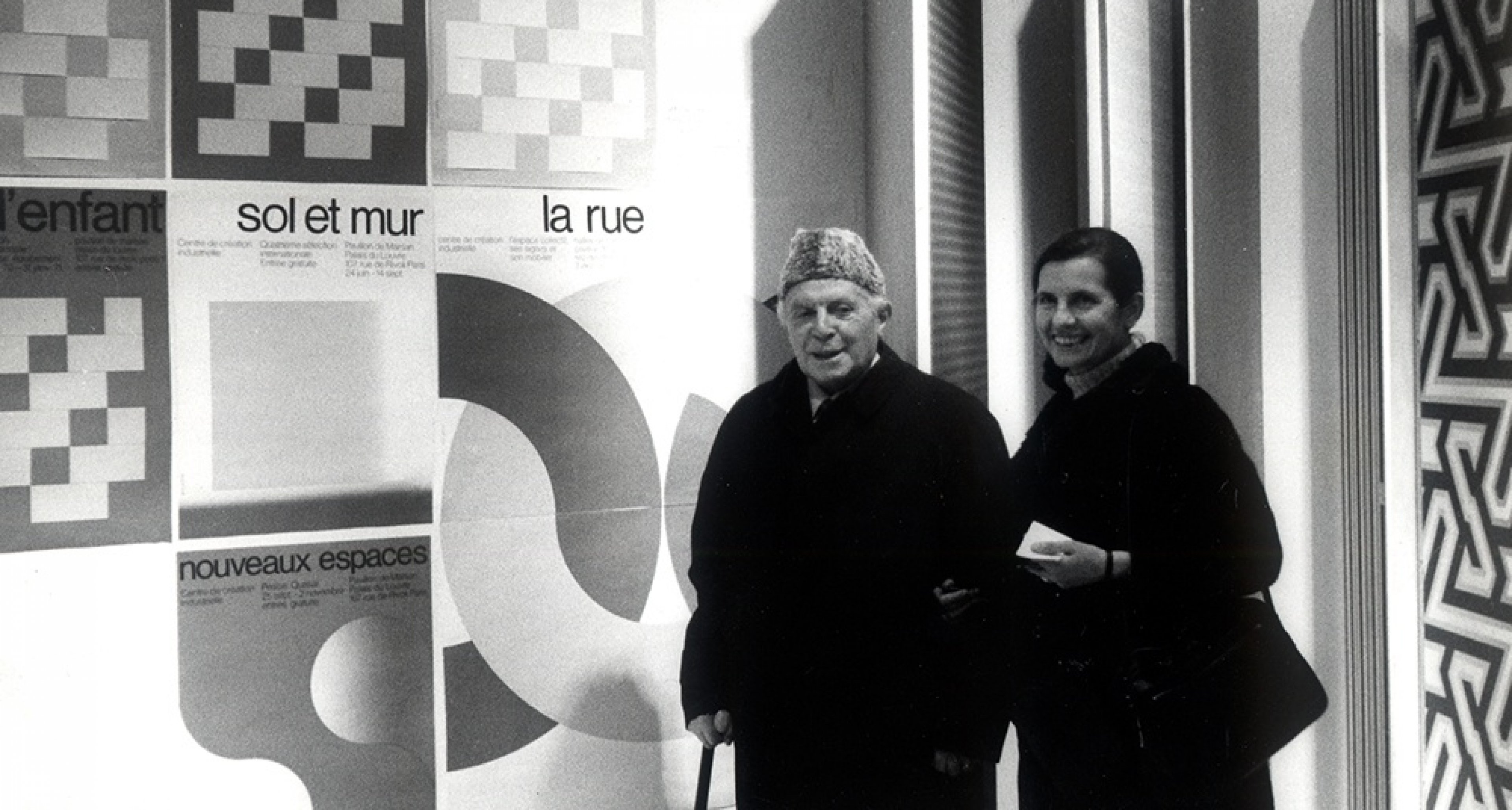 Gio Ponti and his daughter Lisa at the Musée des Arts Décoratifs in Paris, 1973 Gio Ponti archives © Gio Ponti Archives, Milan