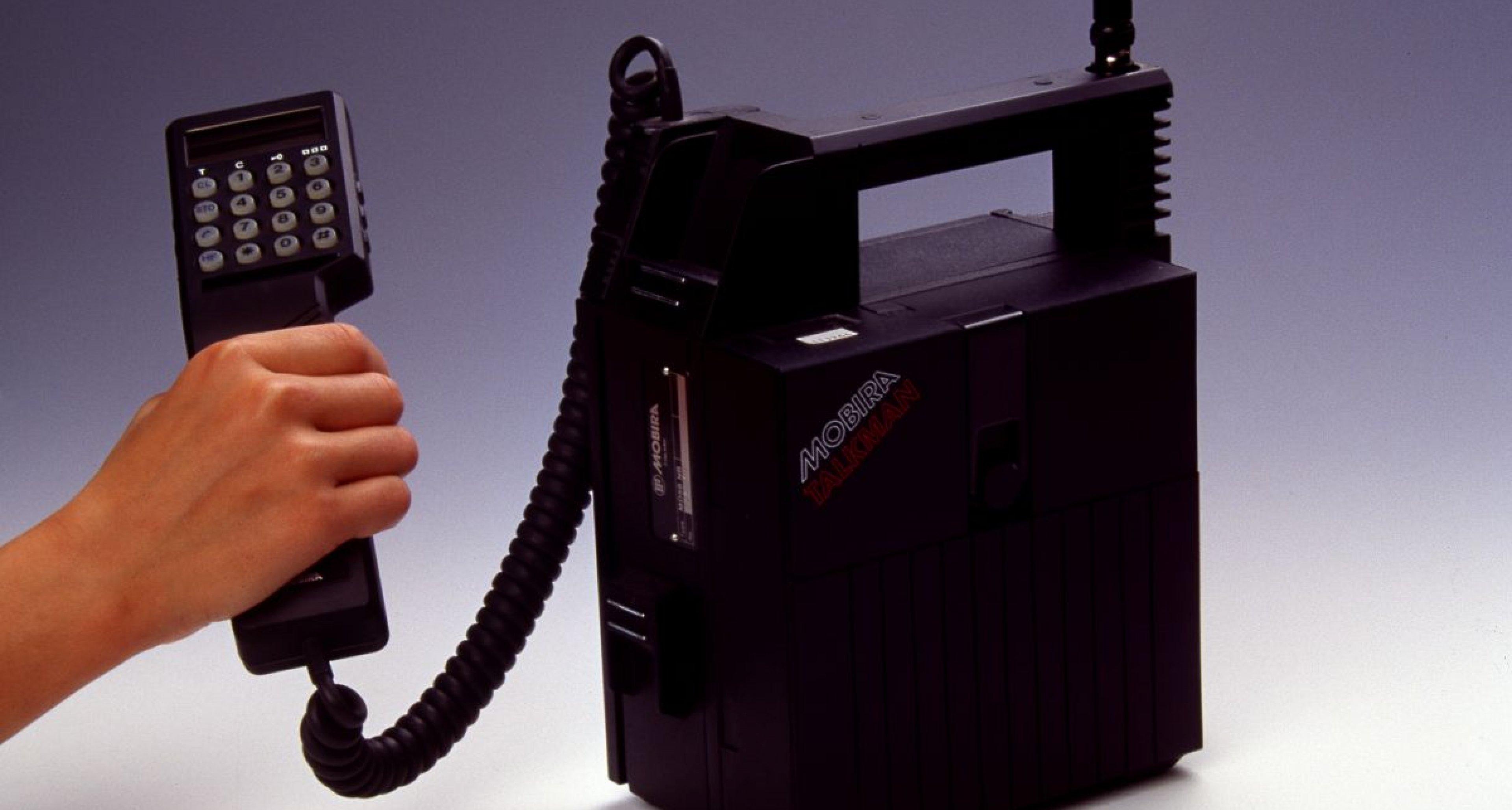 Mobiltelefon im handlichen Schrankformat der Nokia Mobira Talkman