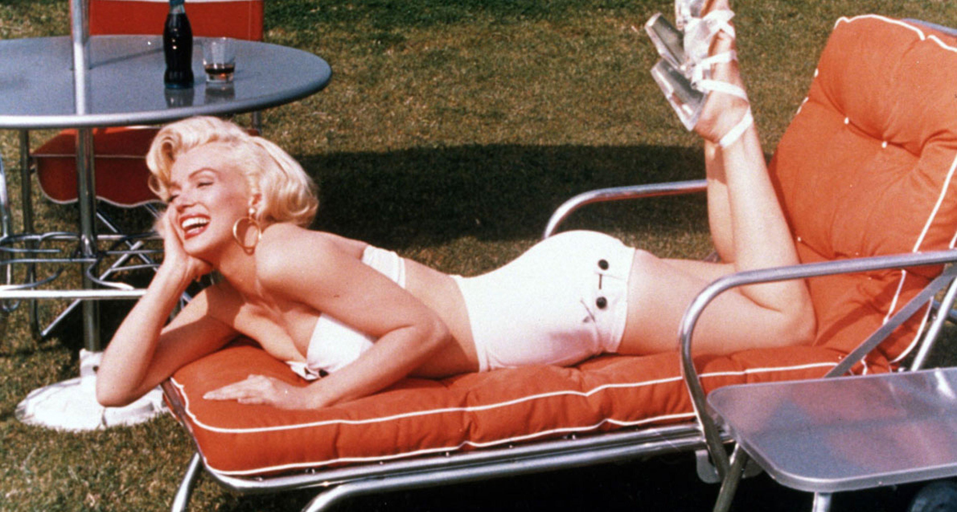 Marilyn Monroe beim Sonnenbad 1954 im Bikini
