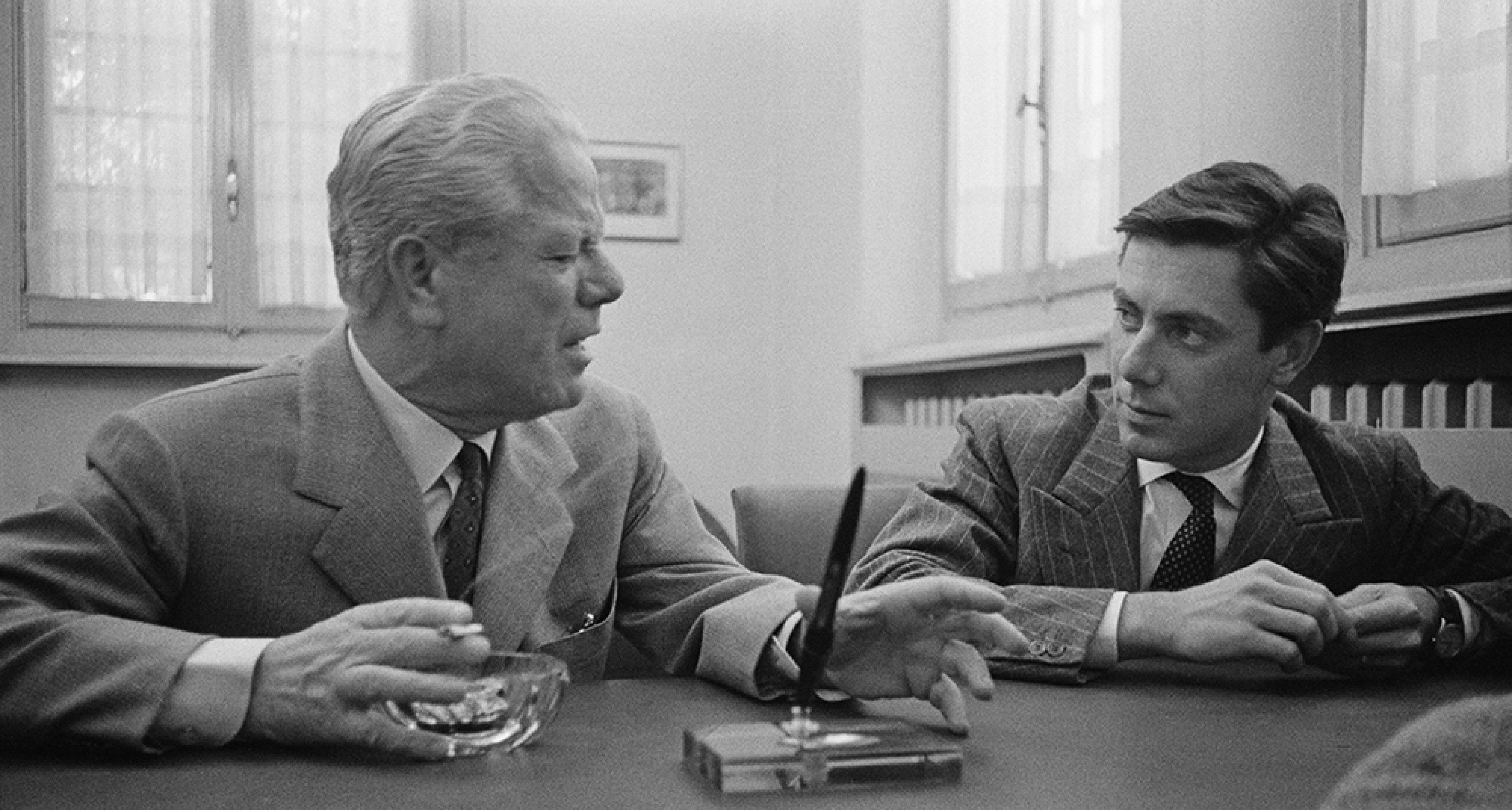 Battista and his son Sergio Farina in 1956. © Getty Images