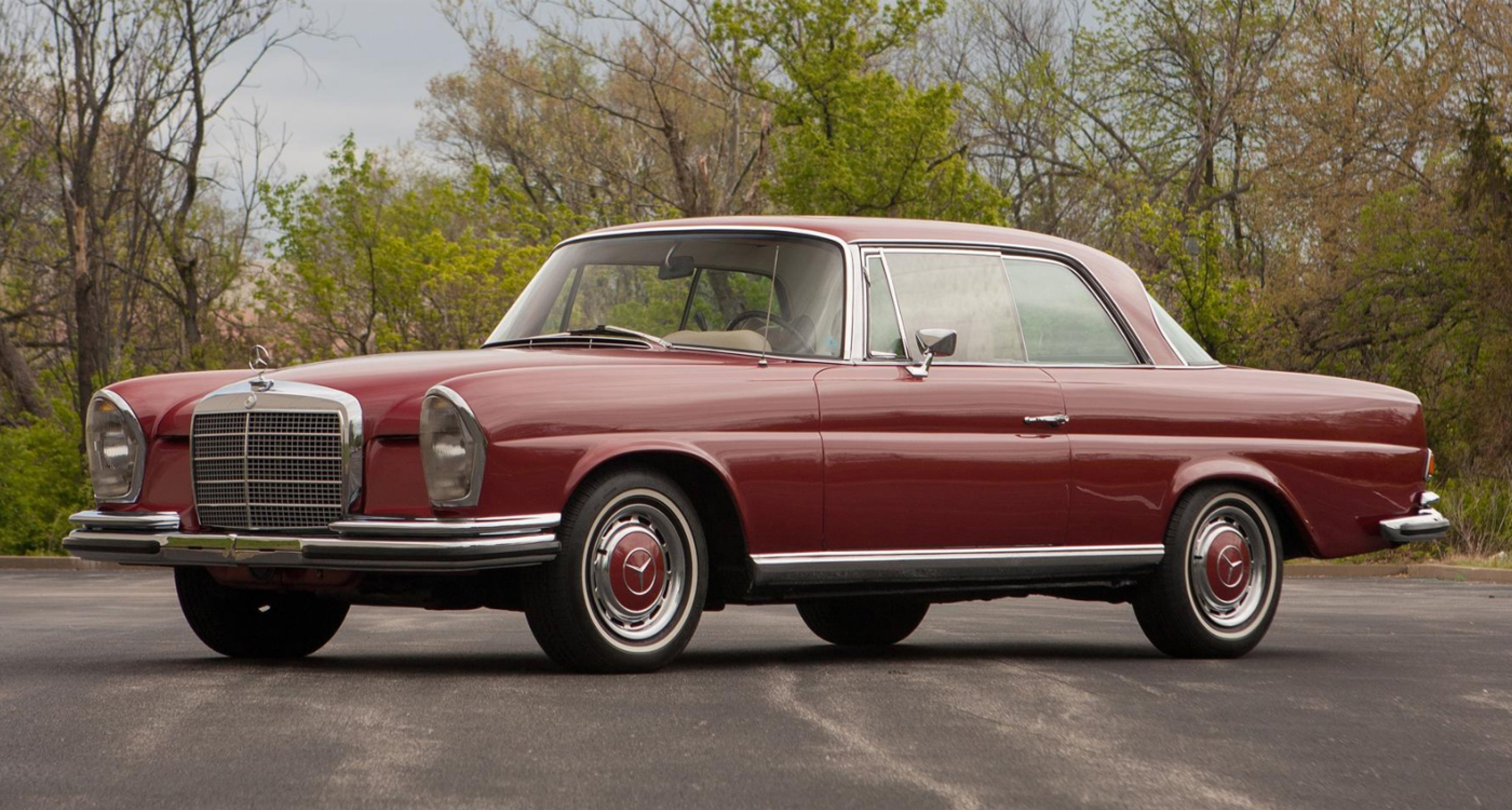 Lot 18: 1969 Mercedes-Benz 280SE 3.5 Coupé 'The first production example' (€ 100,000 - 130,000)