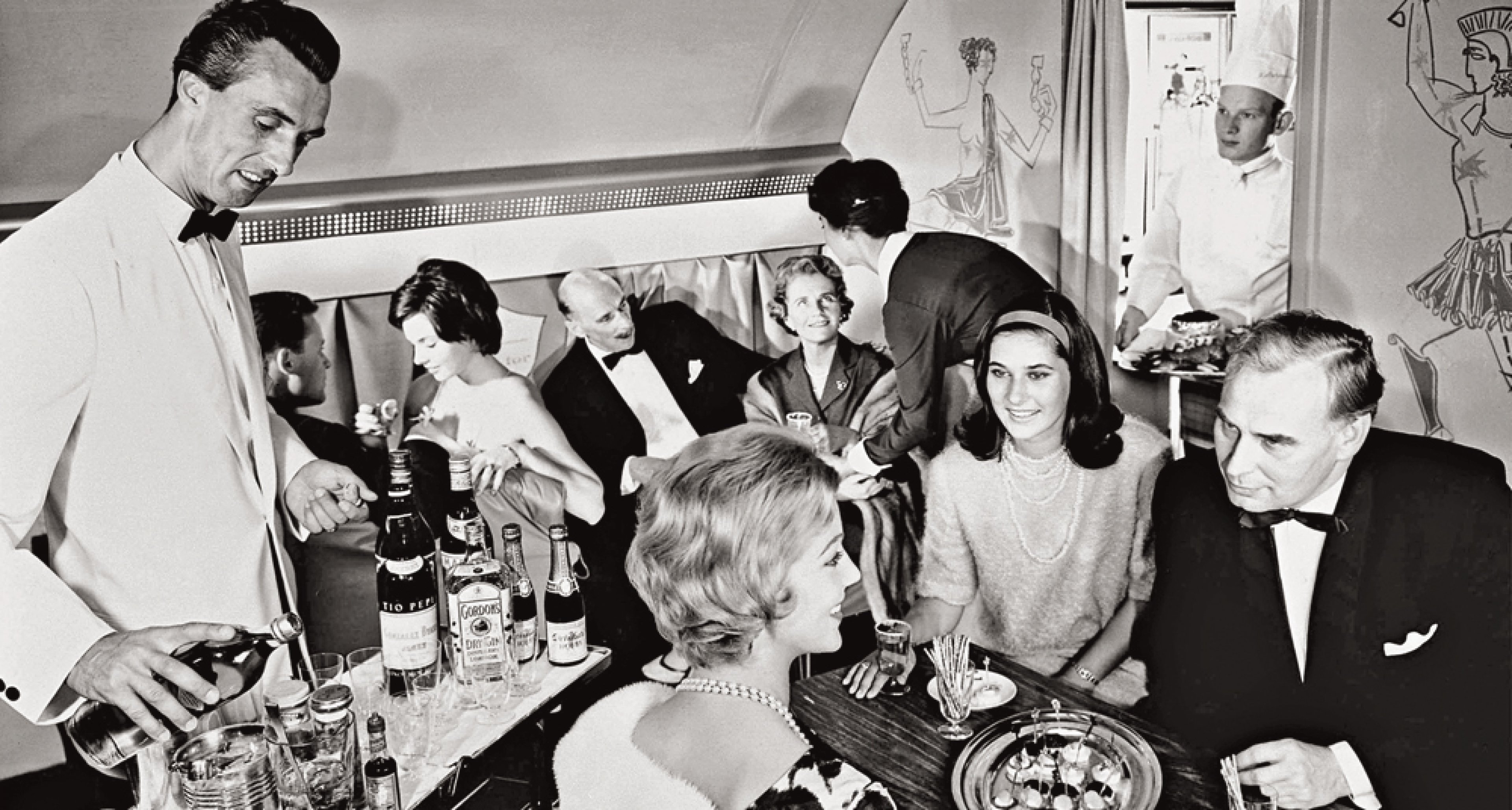 The Lufthansa Senator service offered a barman in an evening jacket and a bow tie mixing cocktails from behind his rolling bar. © courtesy Lufthansa Archive