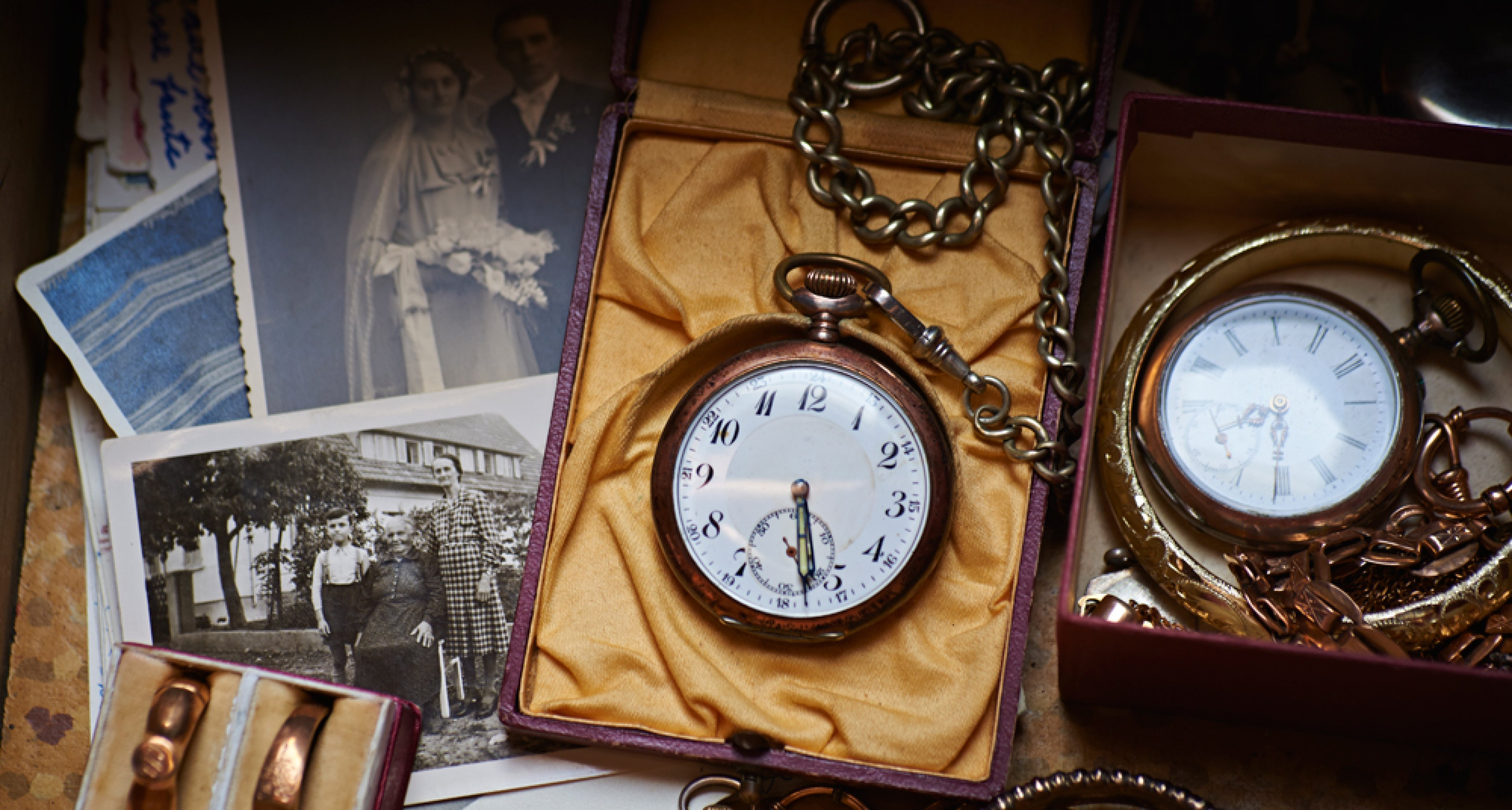 A vintage pocket watch is not en vogue but the new ones are