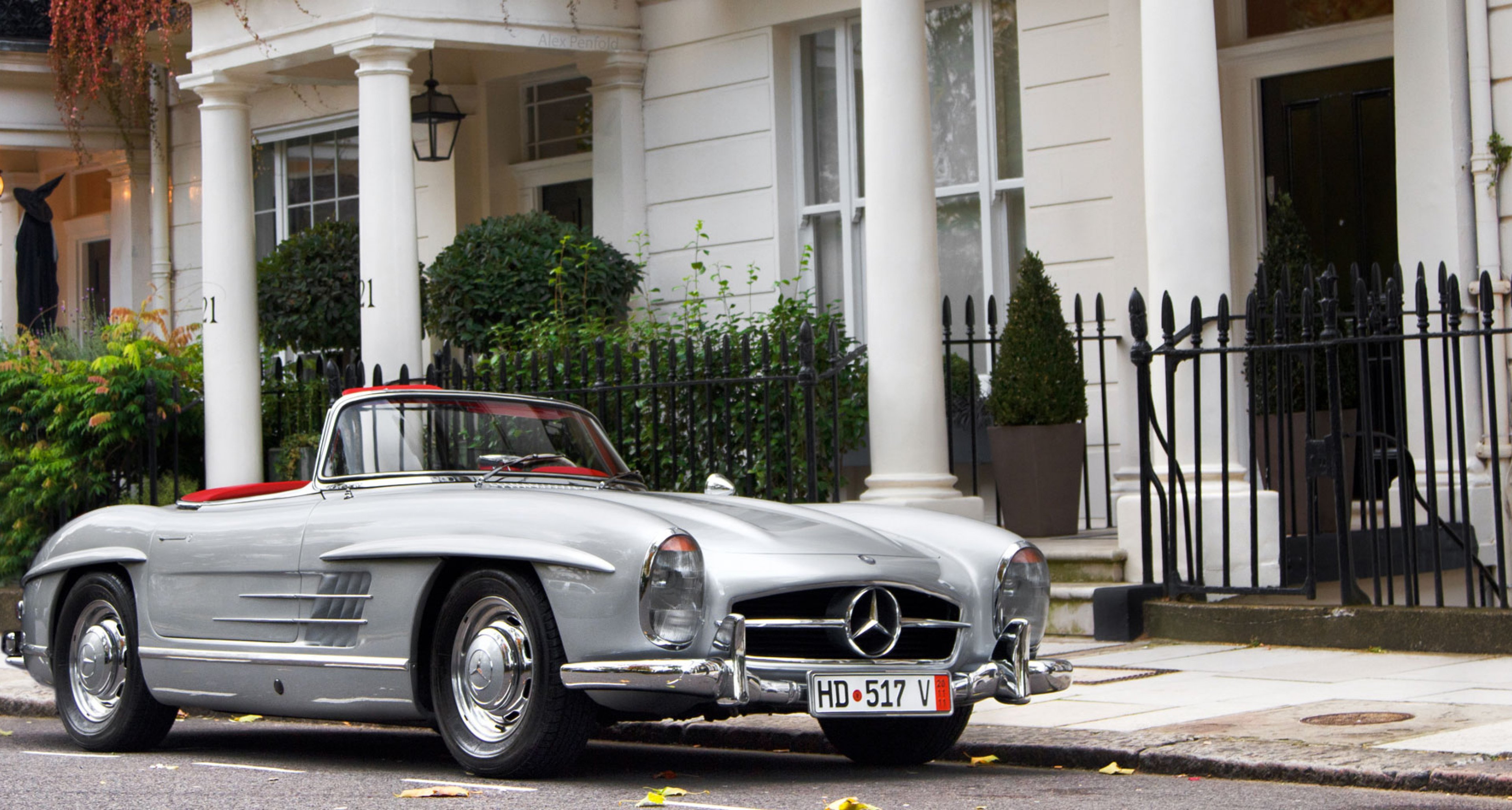 In Photos: The Coolest Classic Cars In London