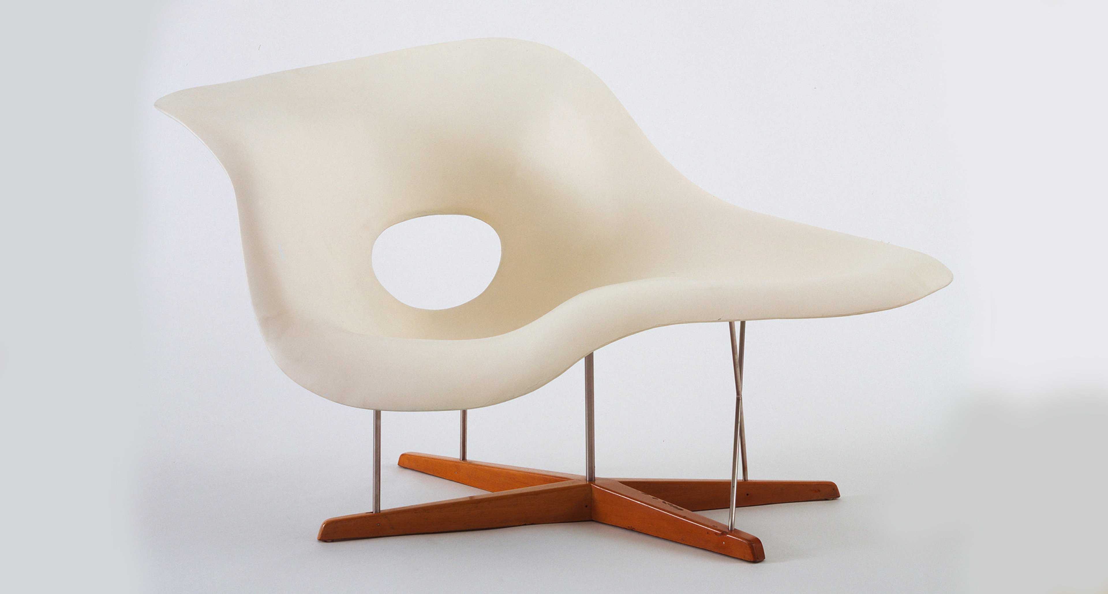 Charles Eames (American, 1907–1978), Ray Eames (American, 1912–1988). Prototype for Chaise Longue (La Chaise). 1948. Hard rubber foam, plastic, wood, and metal, 32 1/2 x 59 x 34 1/4″ (82.5 x 149.8 x 87 cm). The Museum of Modern Art, New York. Gift of the