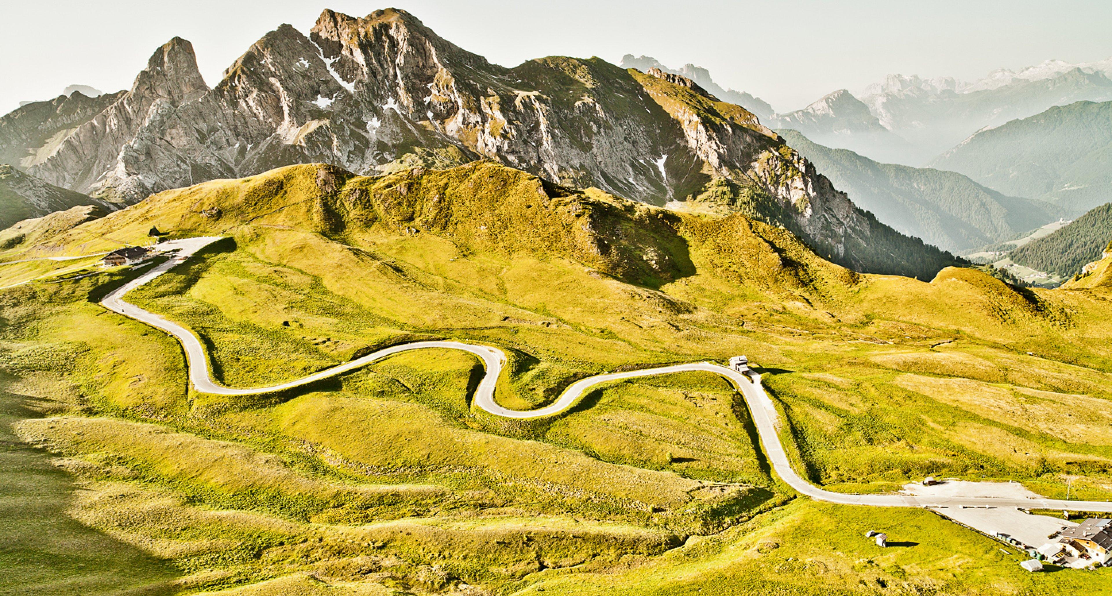 """Kann das Kurvenliebe sein? Für die dritte Ausgabe von """"Curves"""" war Stefan Bogner in Norditalien unterwegs."""