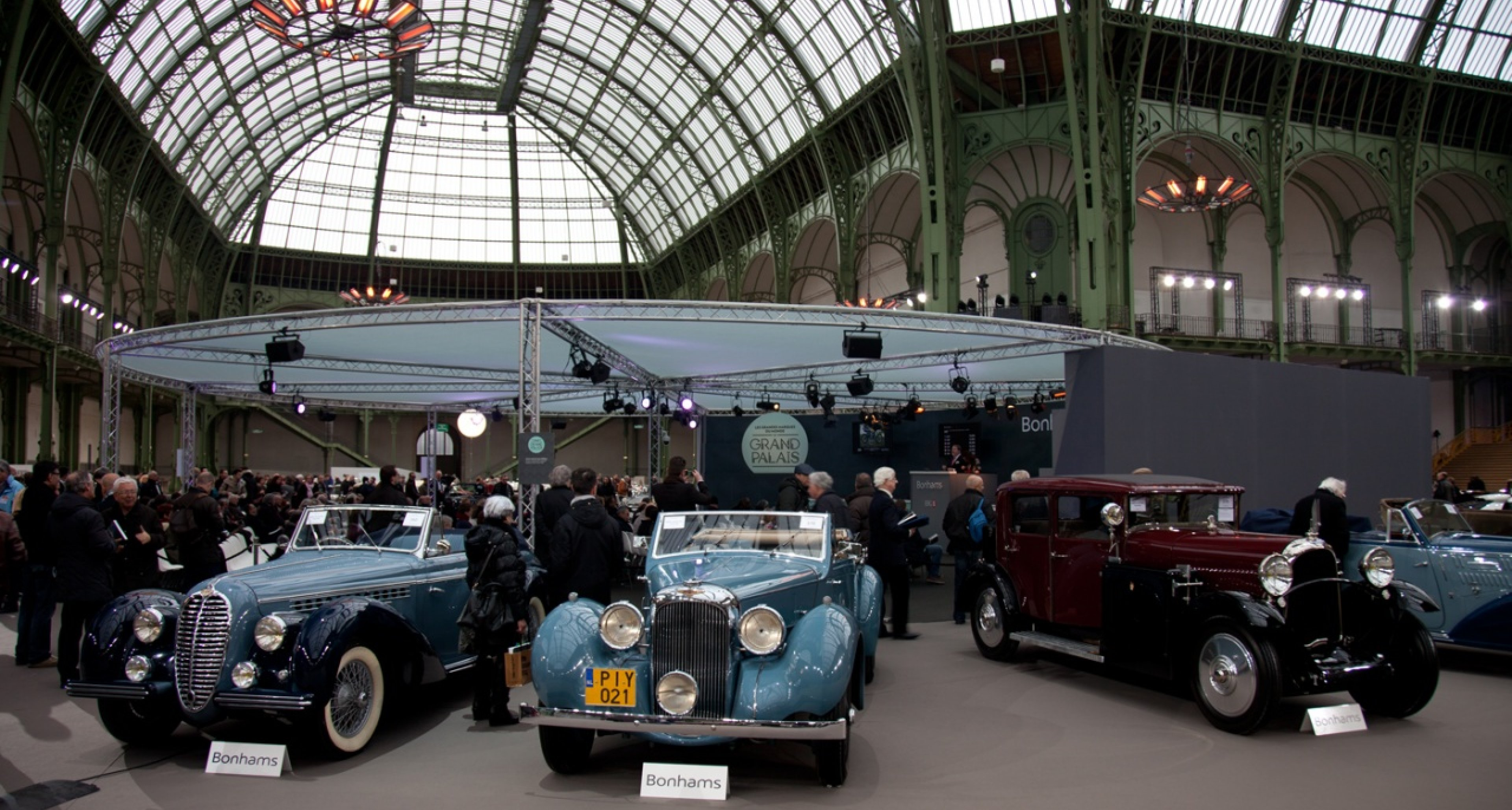 Stars of the Bonhams sale: 1929 Bugatti Type 35 B (sold for € 1,610,000) and 1947 Delage D6 (sold for € 1,092,500).