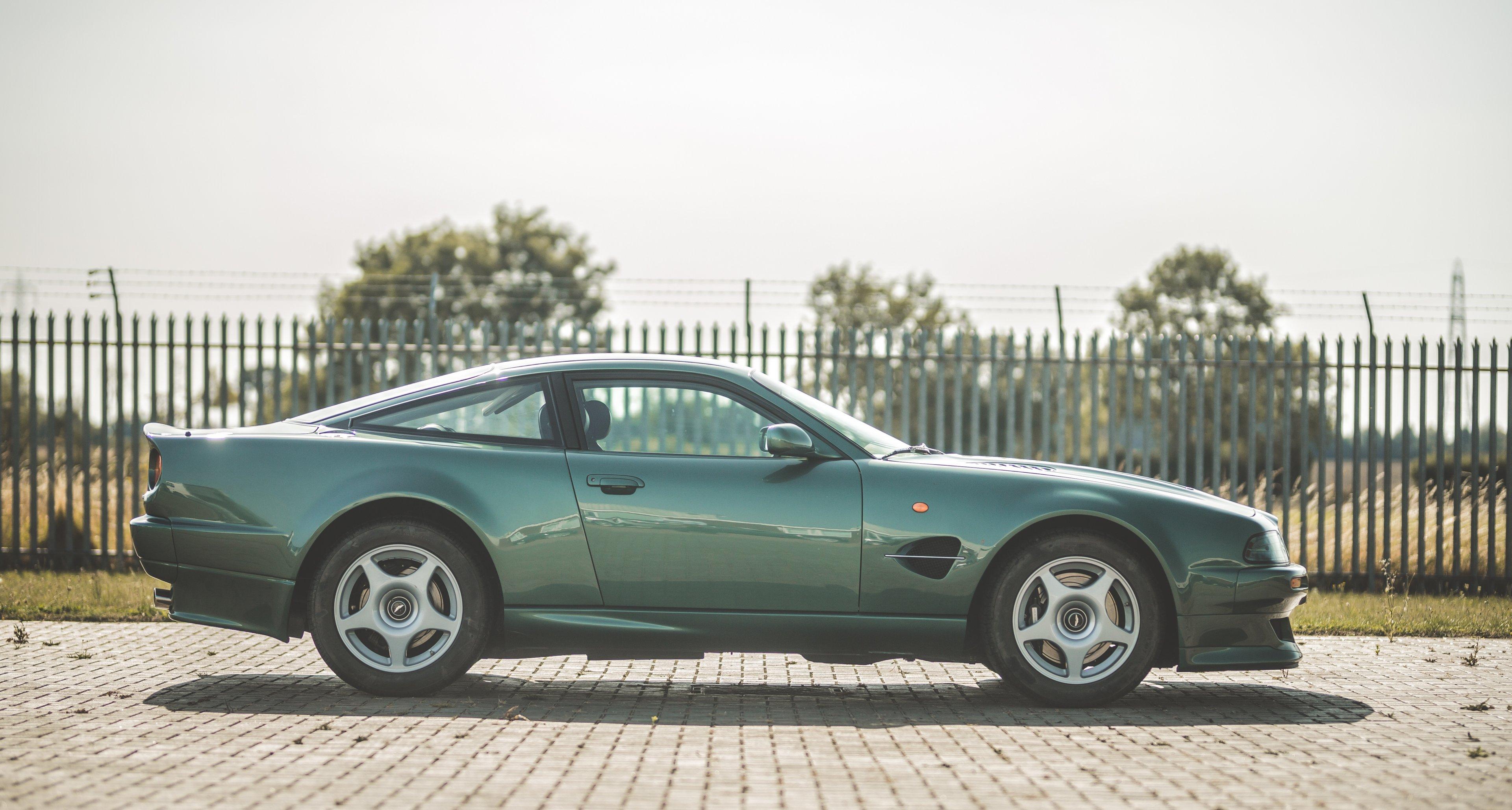 Die Letzten Handgebauten Aston Martin V8 Sollte Man Jetzt Kaufen Classic Driver Magazine