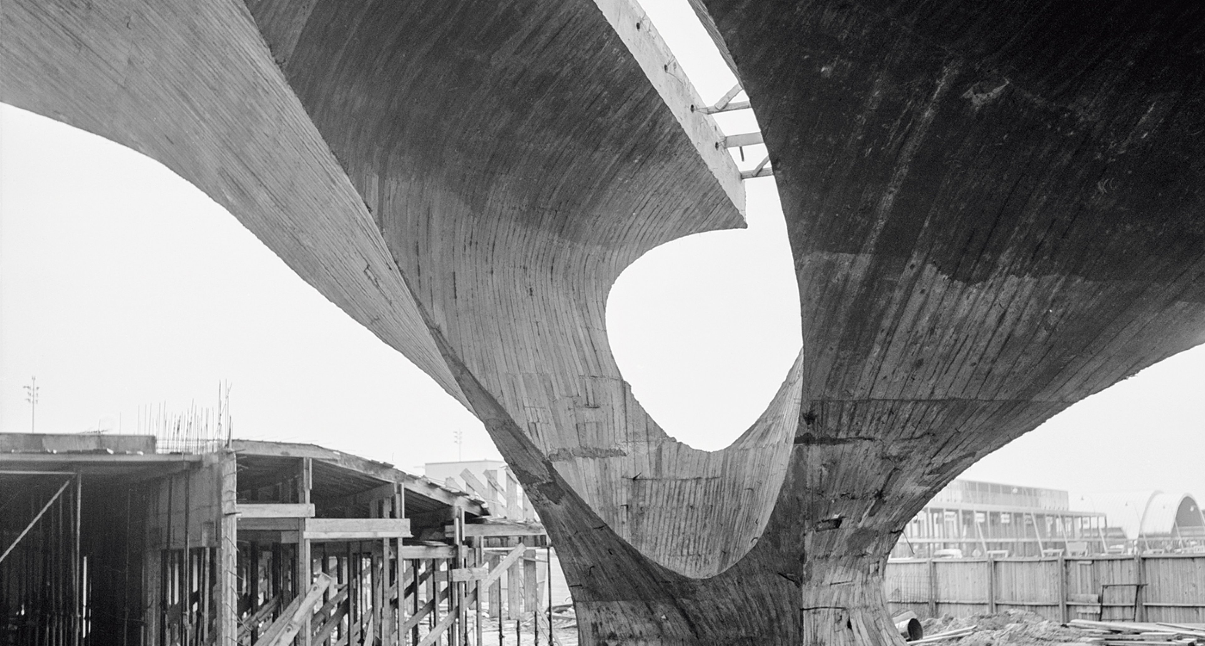 Die aufwendige Errichtung der Gewölbe und der fotogene Rohbau lösen dank zahlreicher Pressemitteilungen ein breites Medienecho aus. © Library of Congress, Prints & Photographs Division,Balthazar Korab Archive at the Library of Congress, LC-DIG-krb-00596