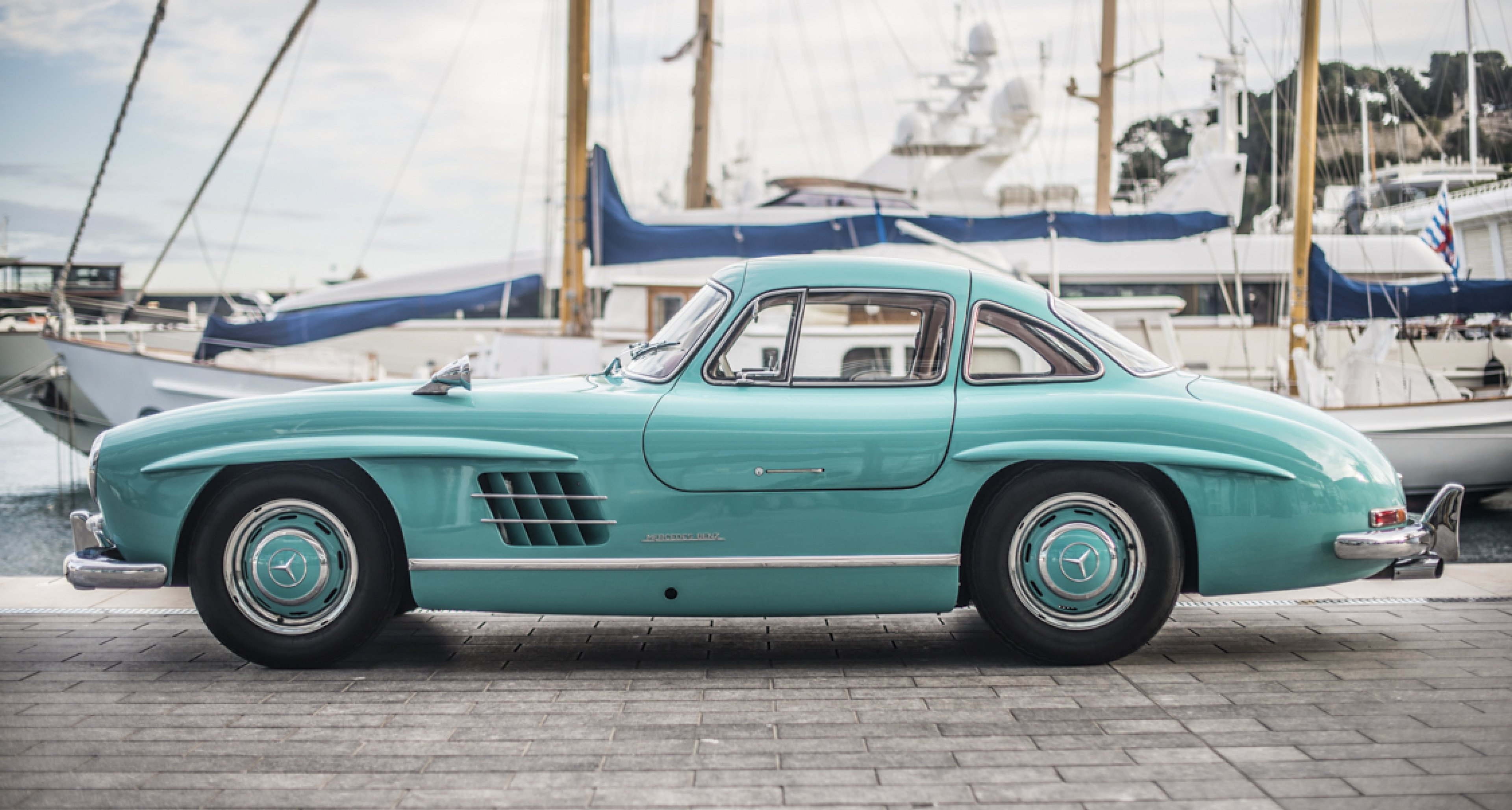 this mercedes 300sl gullwing is a cyan coloured bird of paradise classic driver magazine. Black Bedroom Furniture Sets. Home Design Ideas
