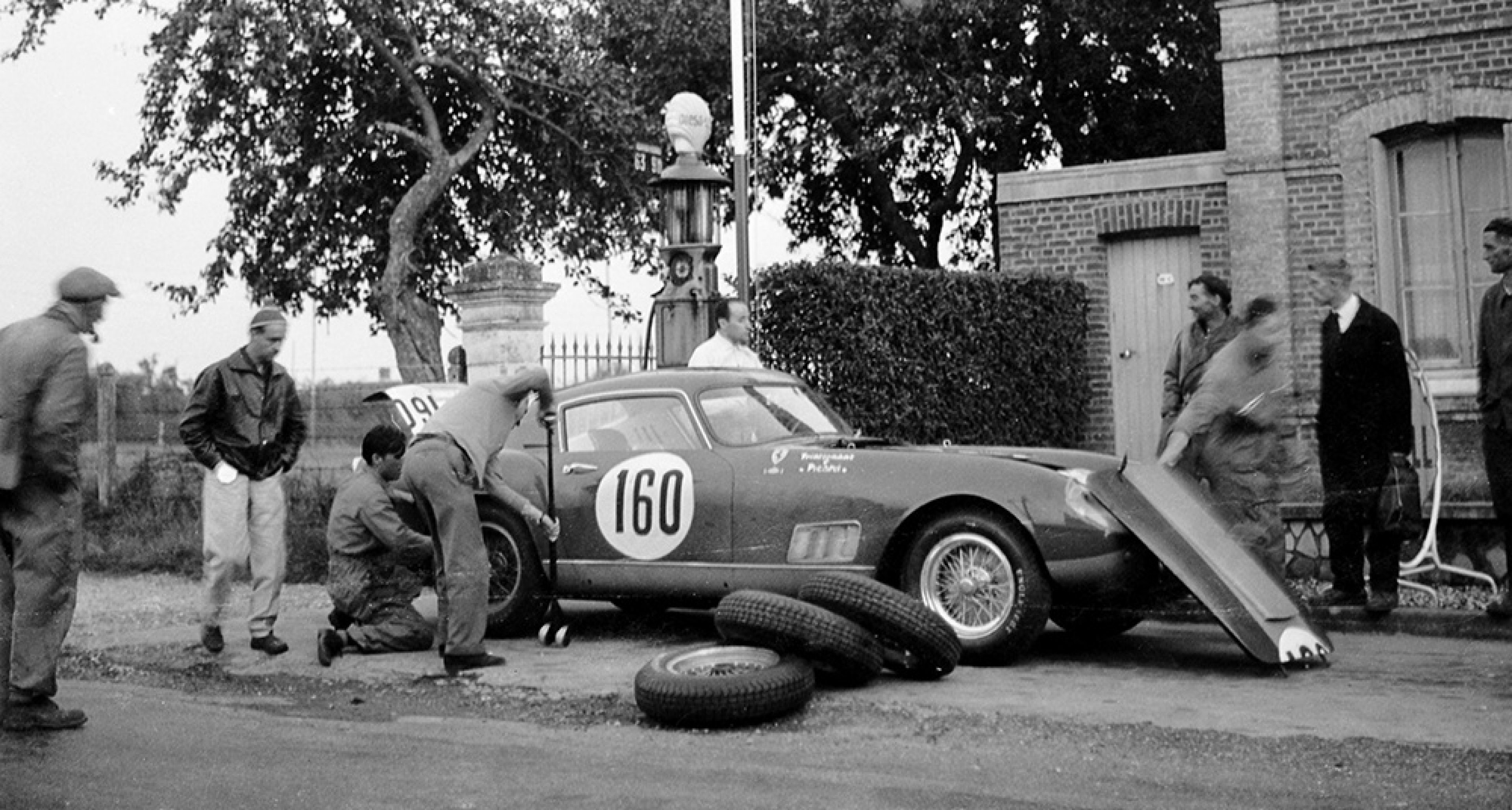 snapshot 1958 no pit lanes on the tour de france automobile classic driver magazine. Black Bedroom Furniture Sets. Home Design Ideas