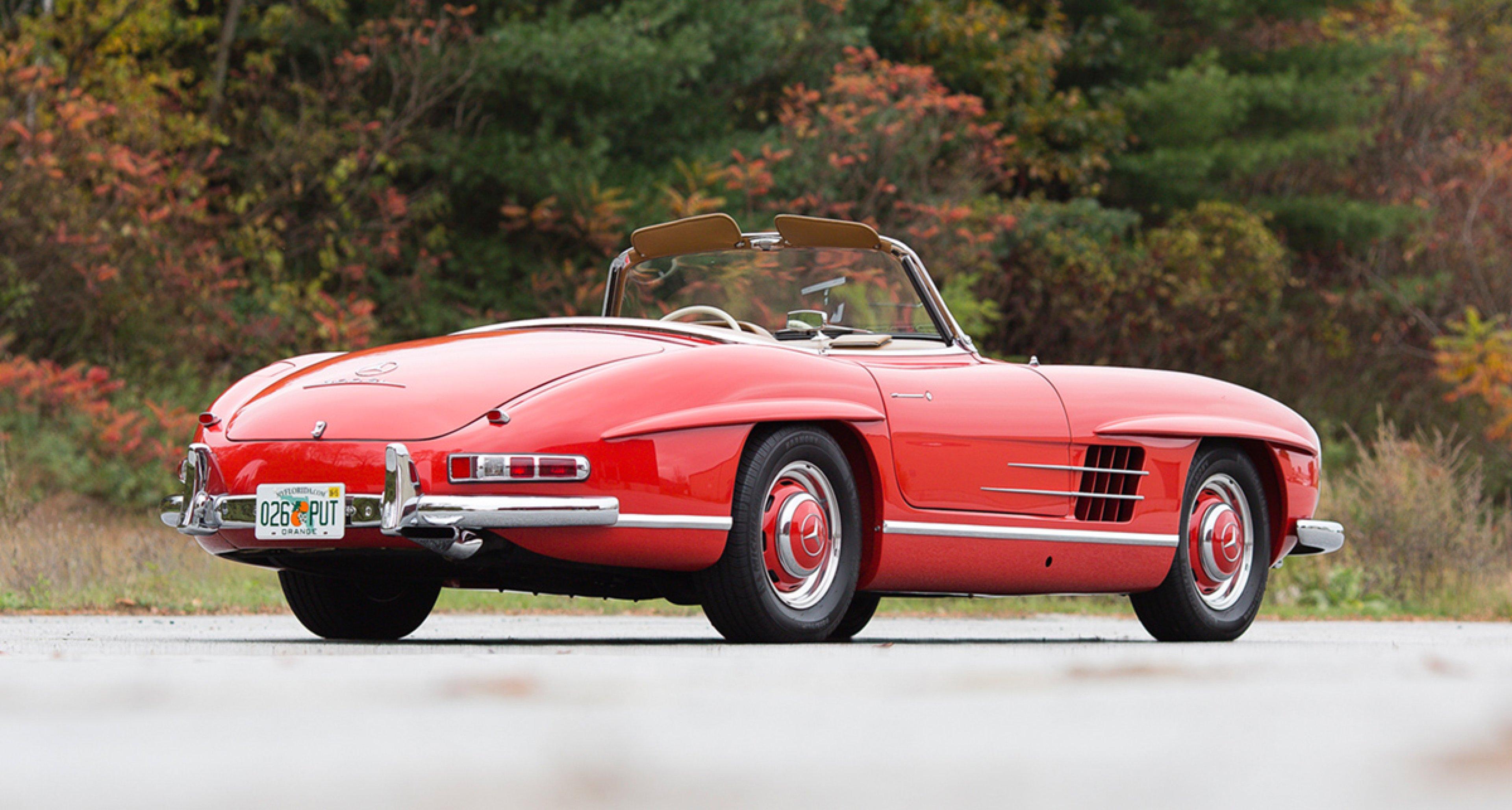 1960 Mercedes-Benz 300 SL Roadster / $800,000 - $1,000,000 (Lot 132)