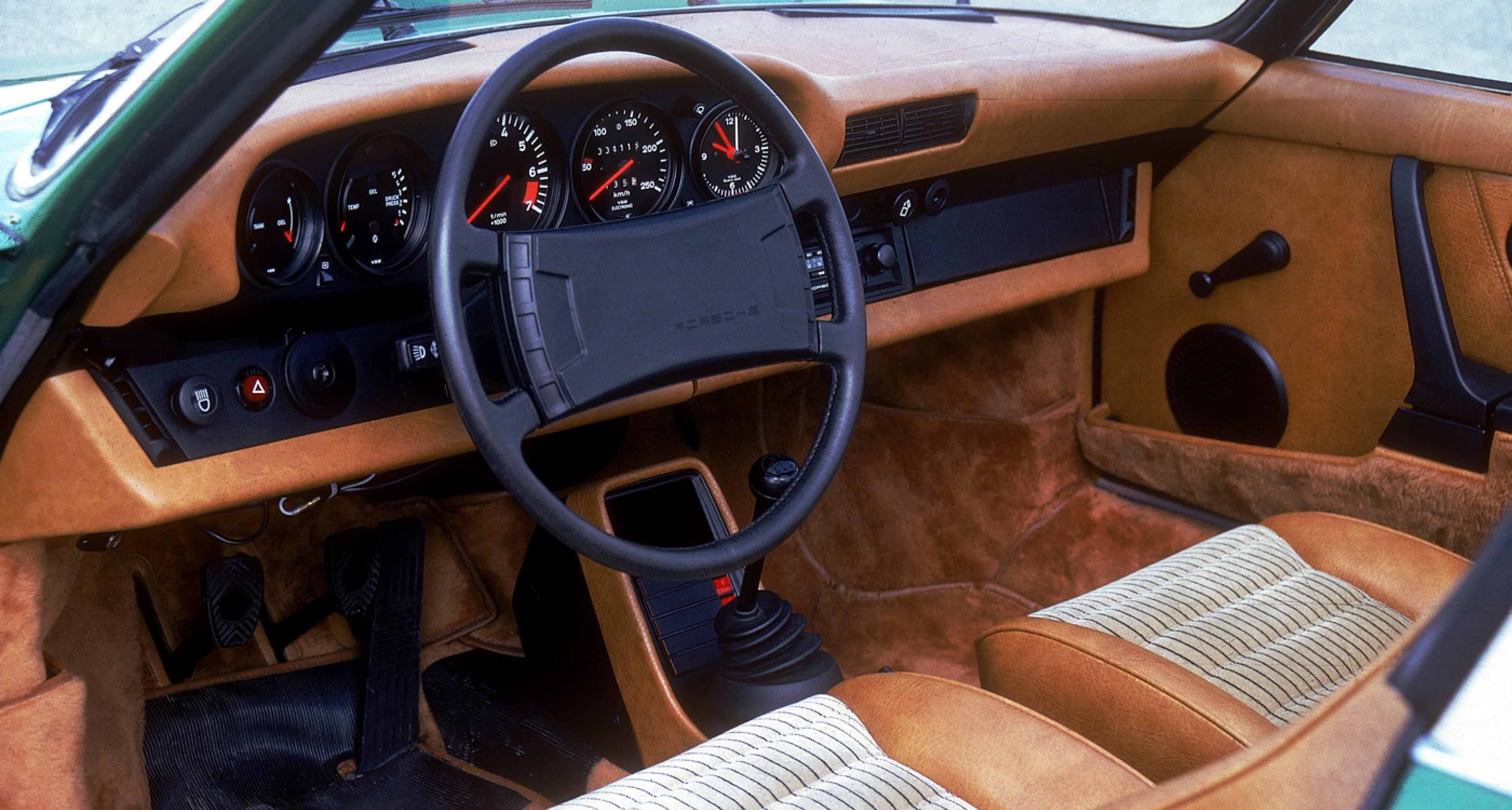 Pinstripe seats in a 1978 Porsche 911 SC 3,0 Targa.