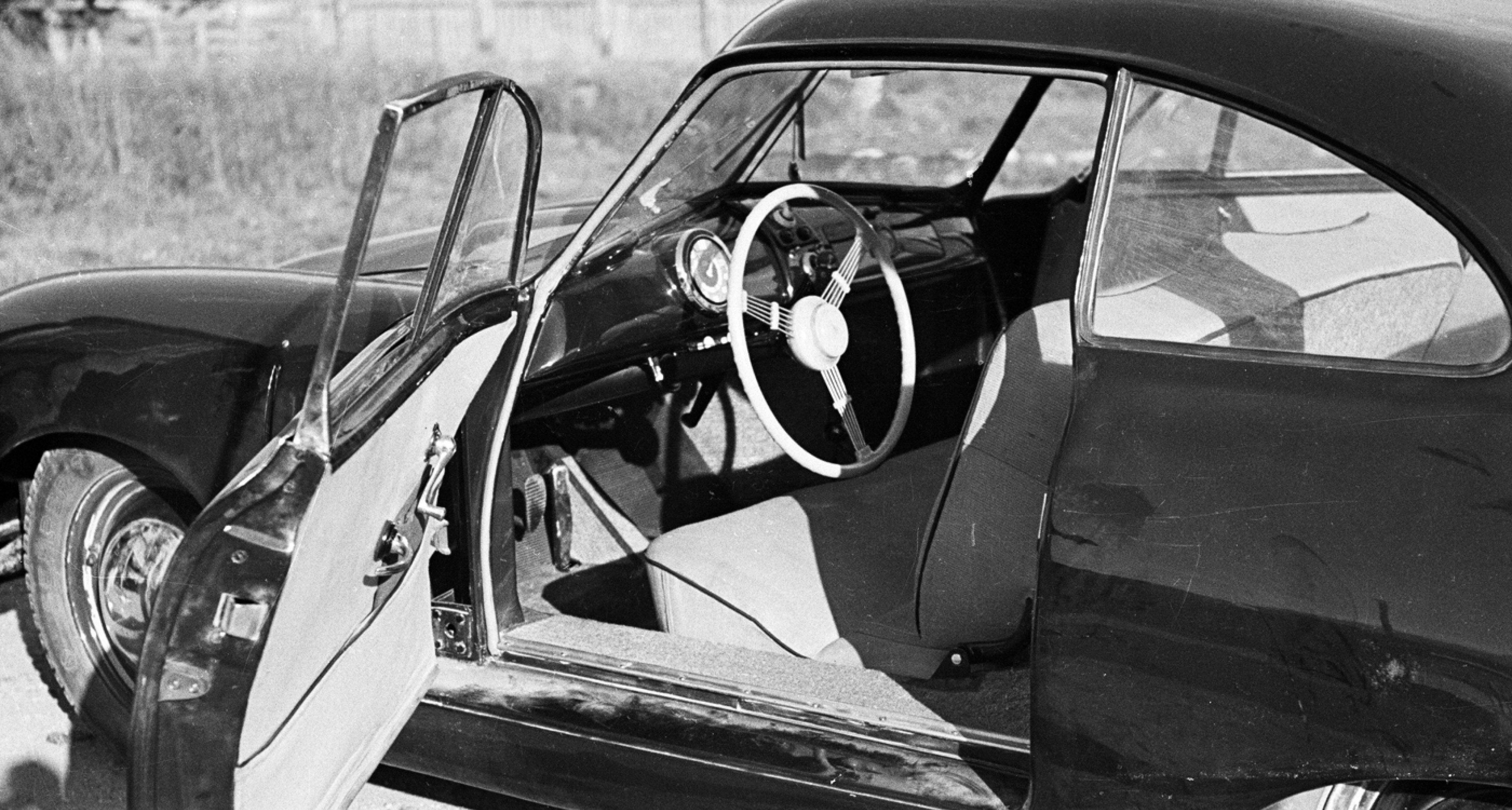 Porsche 356/2 Porsche Gmünd Coupé on the company's austrian premises in 1948.