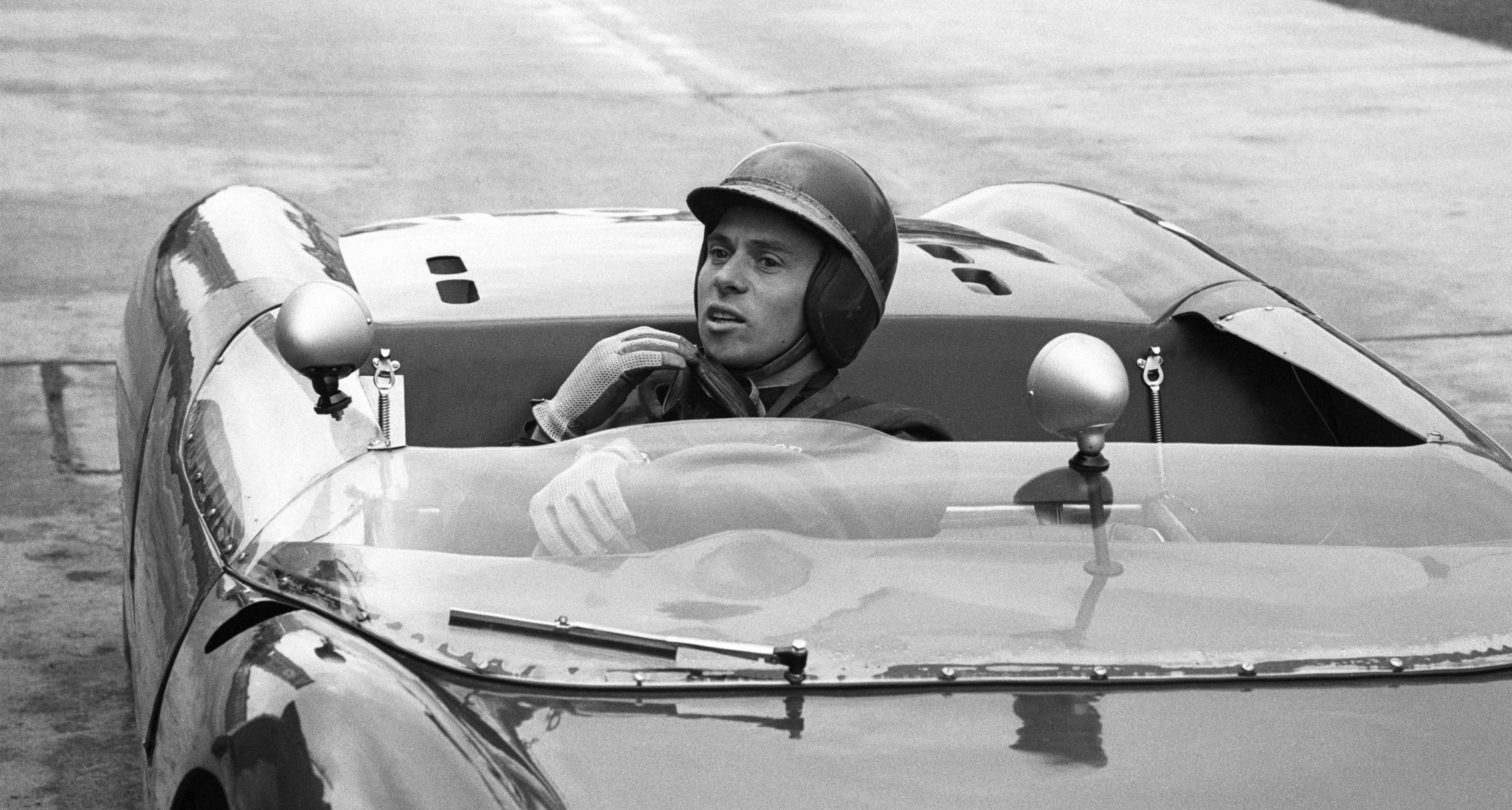 im Clark (GB) in pits with the Lotus 23 Ford, entered by Essex Racing Team, he retires soon in an accident after 11 laps of the 1000km race at the Nuerburgring in 1962