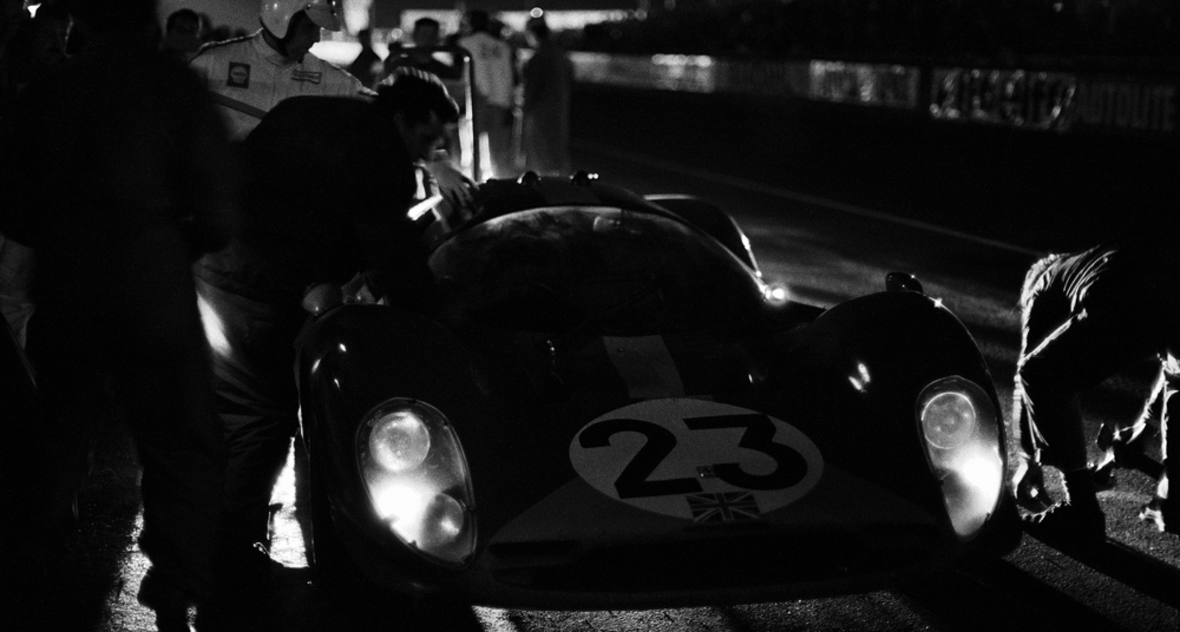 Nighly pit stop of Richard Attwood's (GB) and Piers Courage's (GB) Ferrari 330P3/4 Contributor4 entered by Maranello Concessionnaires, Le Mans, France, 10 June 1967.