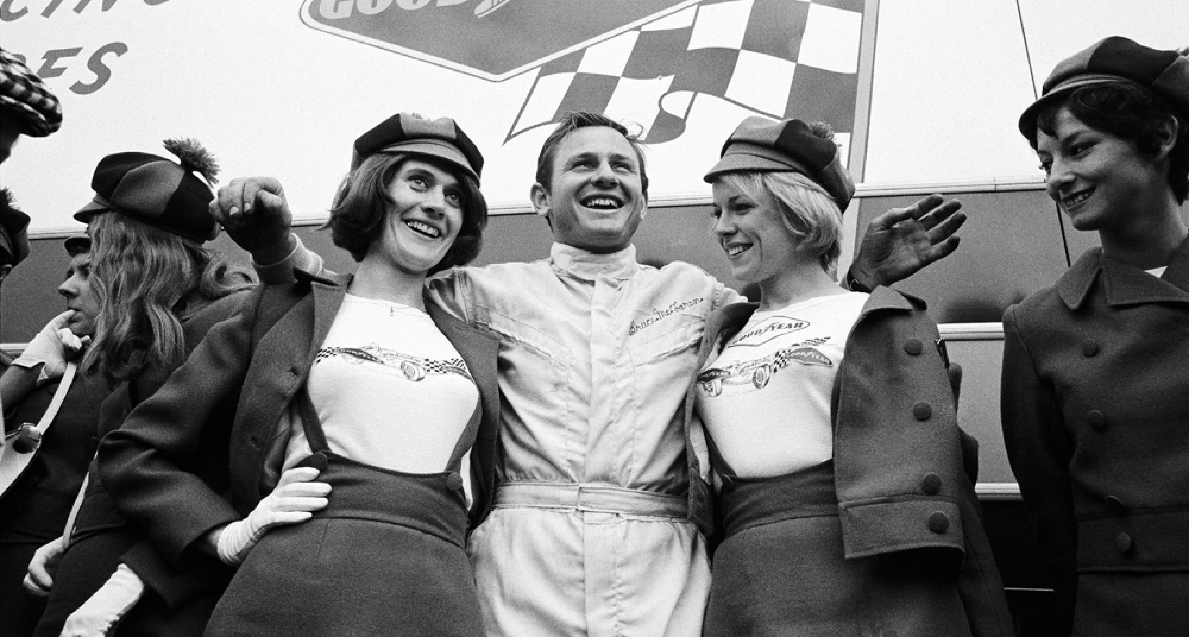 Bruce McLaren poses with his sponsor Dunlop's advertising ladies, 24h Le Mans 1967, France, Le Mans, 10 June 1967. (Photo by Rainer W. Schlegelmilch/Getty Images)