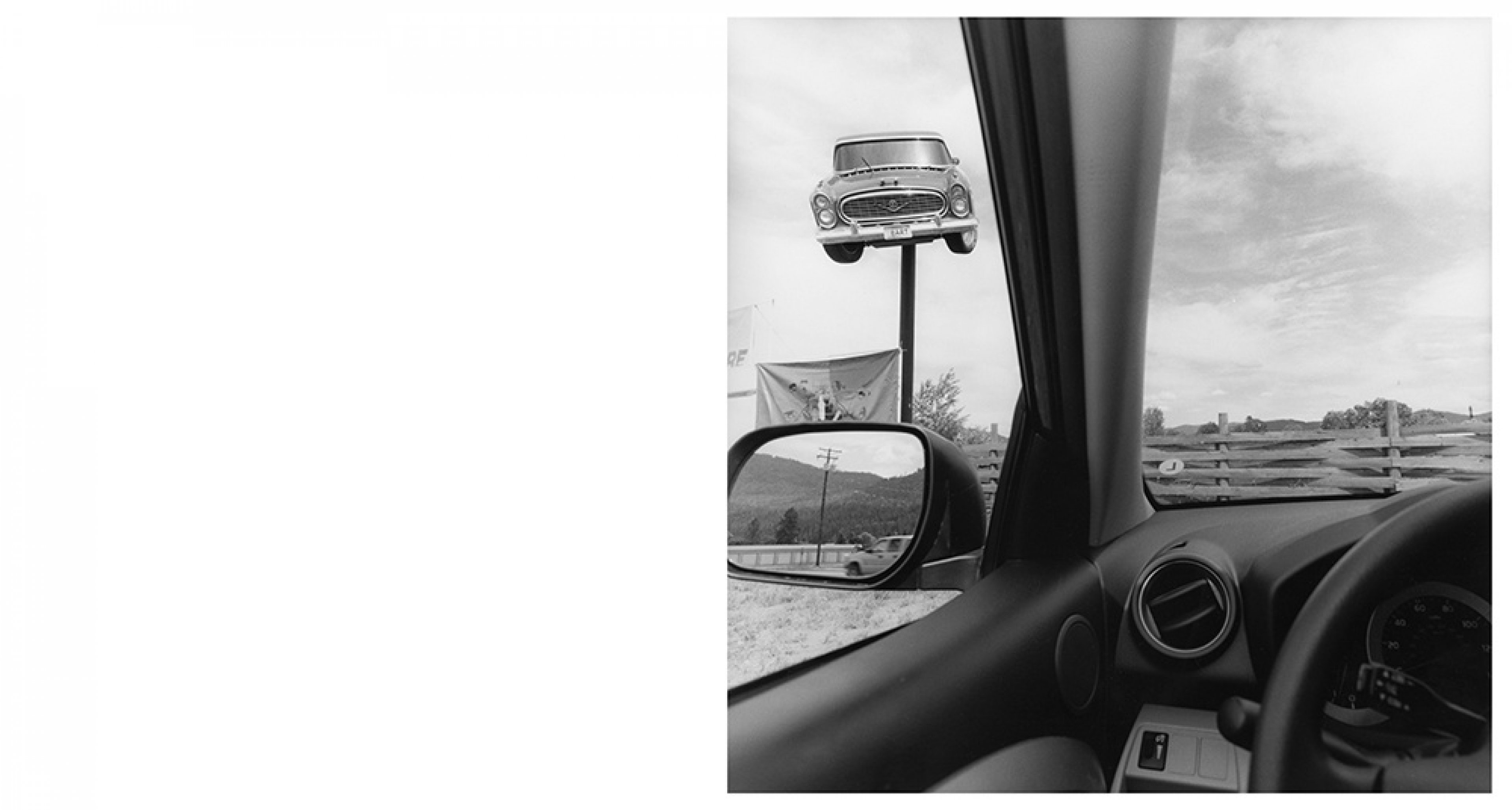 Lee Friedlander, Montana, 2008 Série America by Car Tirage gélatino-argentique, 37,5 × 37,5 cm Courtesy Fraenkel Gallery, San Francisco © Lee Friedlander, courtesy Fraenkel Gallery, San Francisco